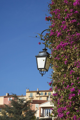 Streetlight in Bormes-les-Mimosas, a village in France. Location: Toulon, Var, Provence-Alpes-Côte d'Azur, France, Europe
